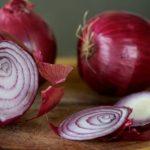 Egyél több lila hagymát! Jótékony hatása van a rákos megbetegedésekkel szemben, megállítja az orrvérzést, védi a szívet