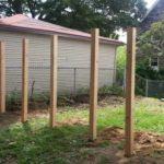 A szomszédom vett 6 fa cölöpöt és a földbe ásta, este csodálkozva néztem mit alkotott!