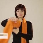 Próbáltad már így viselni a sálad? Elképesztő ez a hölgy milyen kreatív módszert talált!