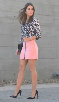 carpin preto + saia rosa + animal print