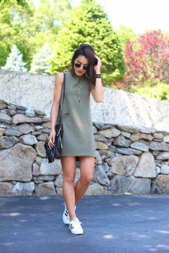 Vestido militar + tênis