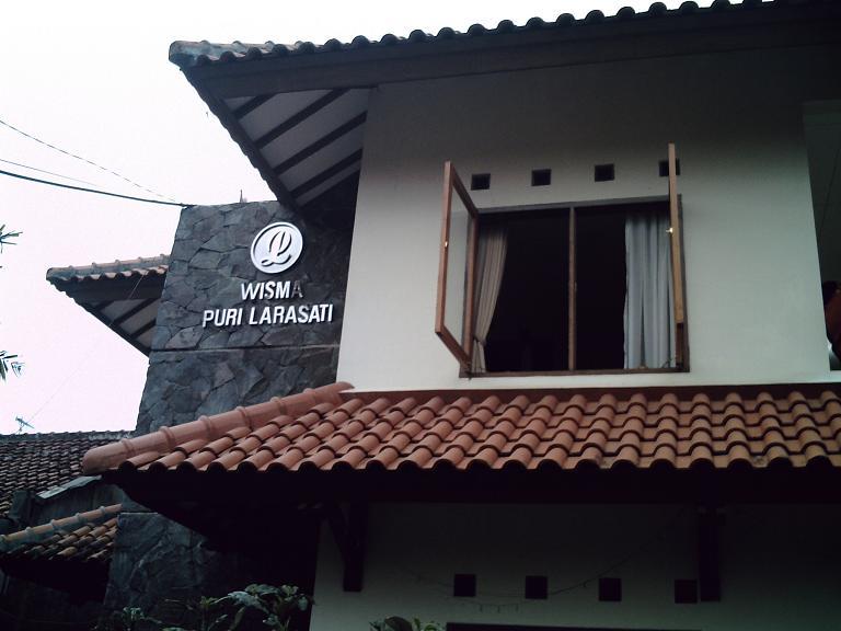 Hotel Puri Larasati : asri, nyaman, terjangkau