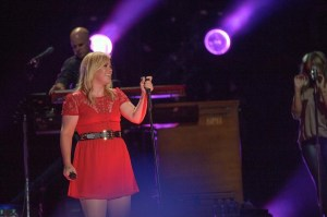 Kelly Clarkson in a hot red dress