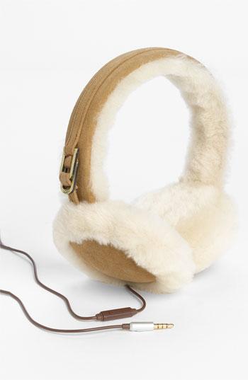 Fabulous Ugg Australia Tech Earmuffs = Earbuds