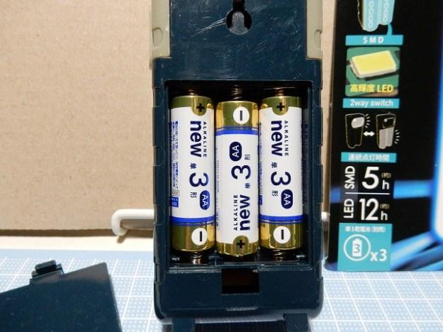 単3電池3本使用。電池は別売です。