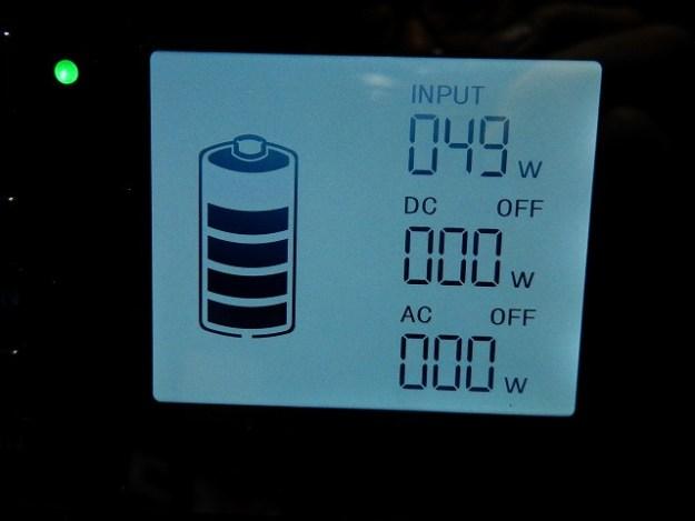 ACアダプターで本体を受電中。