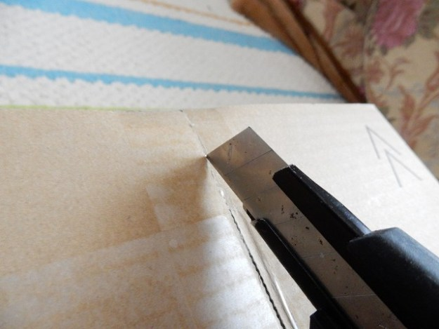 刃を垂直に入れる…これはダメな刃の入れ方です。