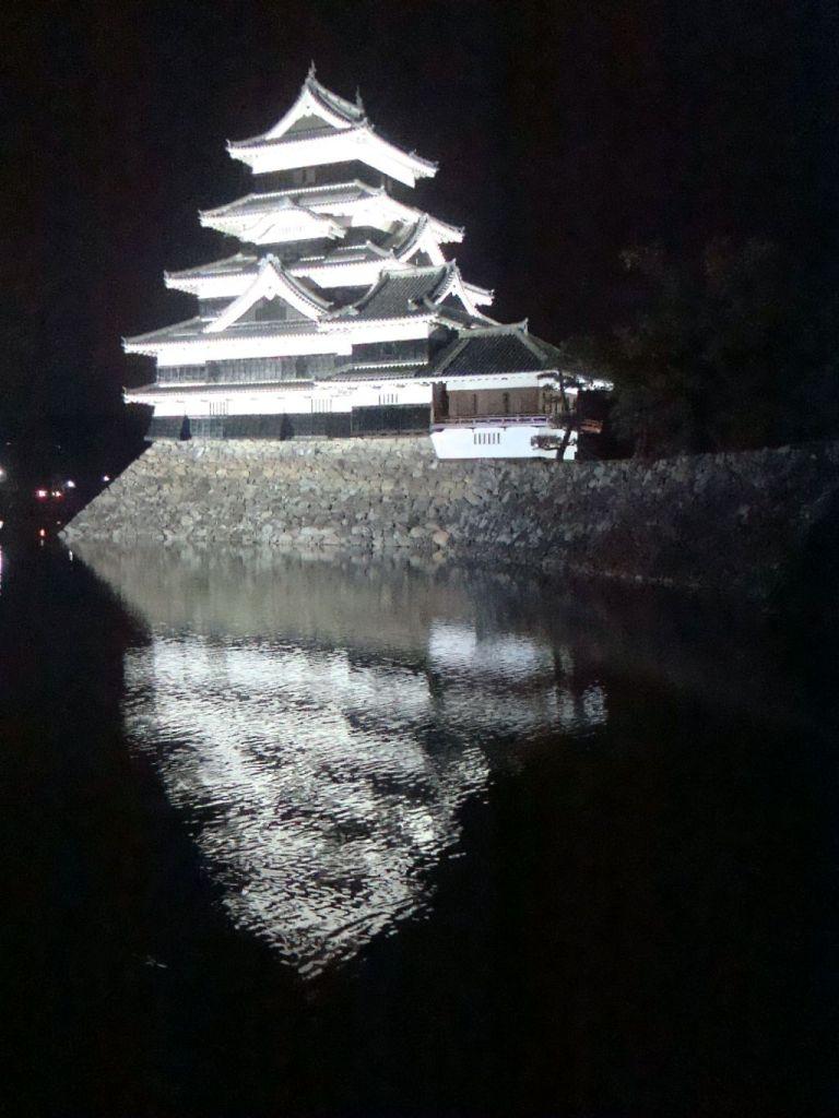 Вид на замок ночью