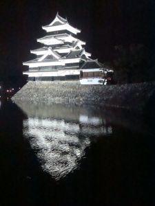 Вид на замок Мацумото ночью