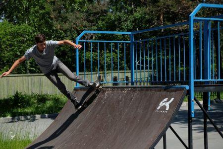 Прыжки в скейт-парке