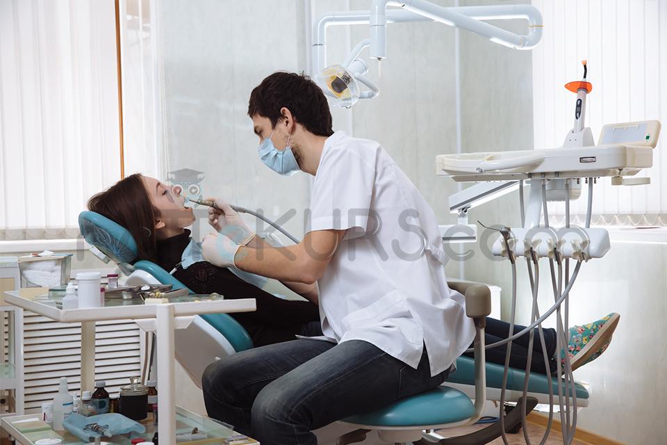 Diş Hekimliğinde Uzmanlık Ana Dalları ve Eğitim Süreleri Nelerdir?
