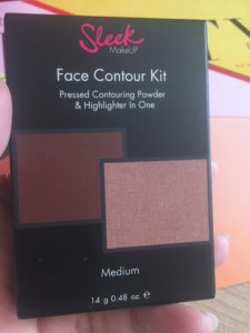 Sleek contour kit with highlighter in box