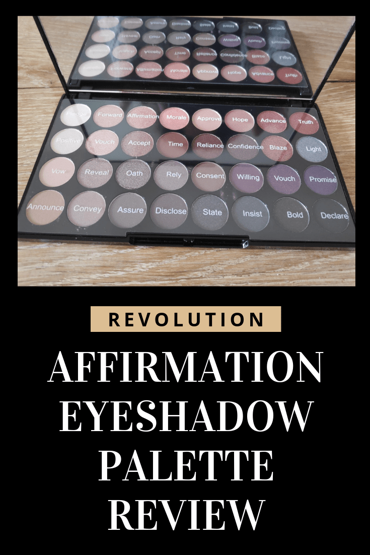 The warm tones are ideal for the winter season and browns, purples and gold really suit me in general so I figured the Affirmation palette was a good choice.
