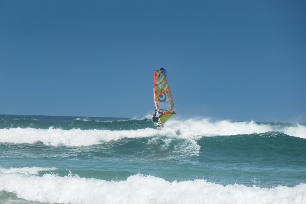 Windsurfing Big wave fun