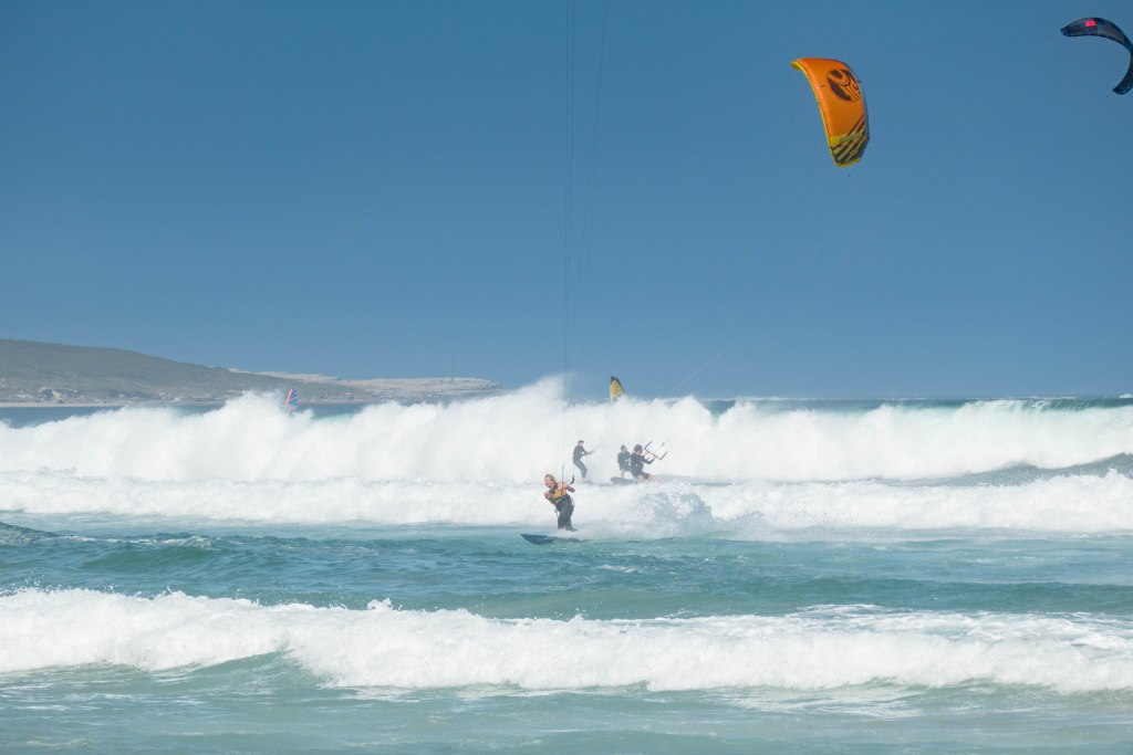 Kiteboarding Big wave fun