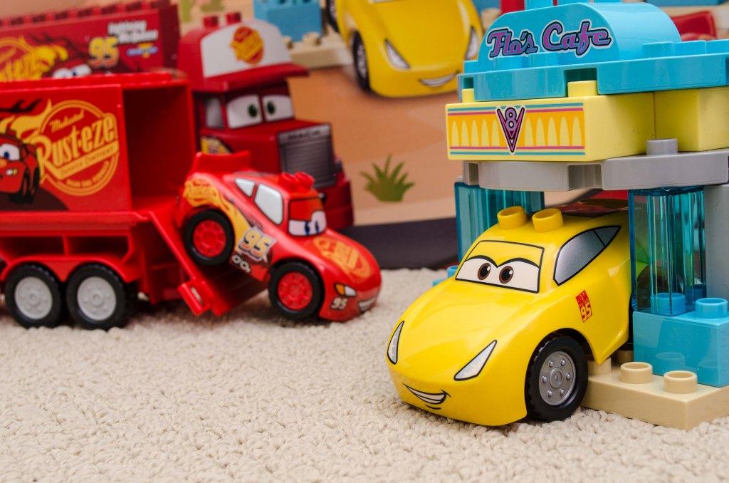 DUPLO Flo's Cafe Cars 3