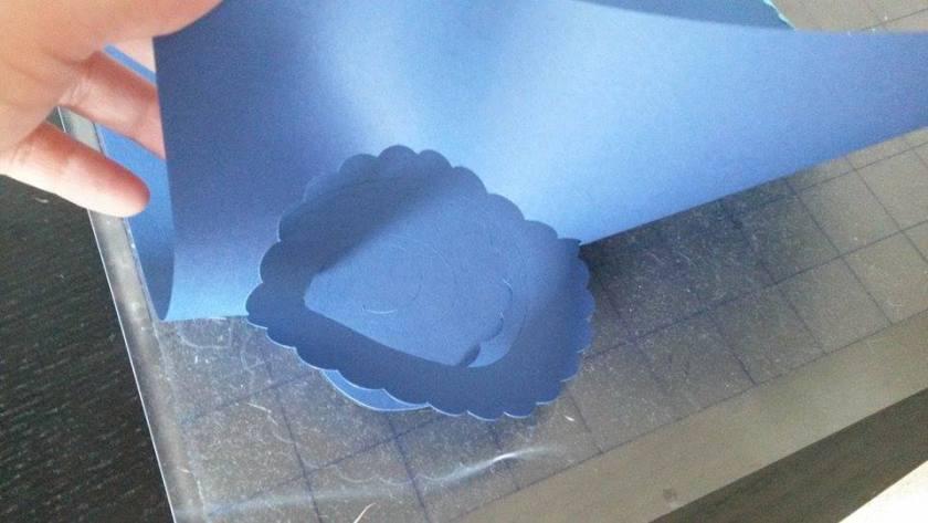 [Plotter-Anleitung] Papier / Karton mit dem Plotter schneiden. Das wichtigste an erster Stelle.
