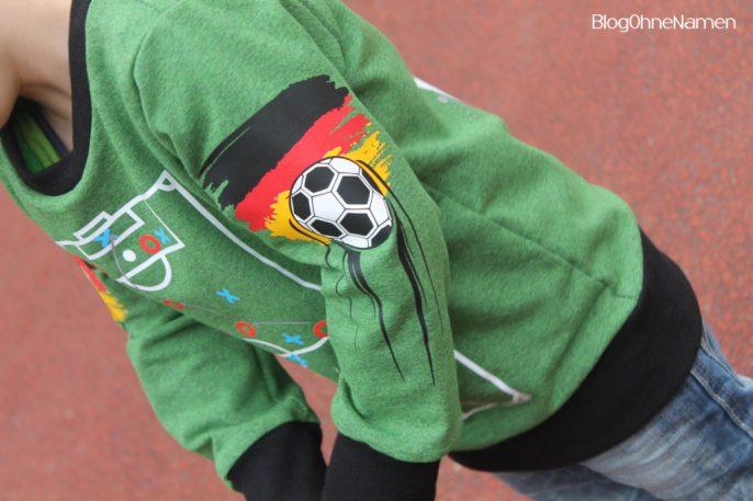 Unser Fußball Pullover zur Europameisterschaft 2016. ♥ Mit dem Plotter gestaltet.