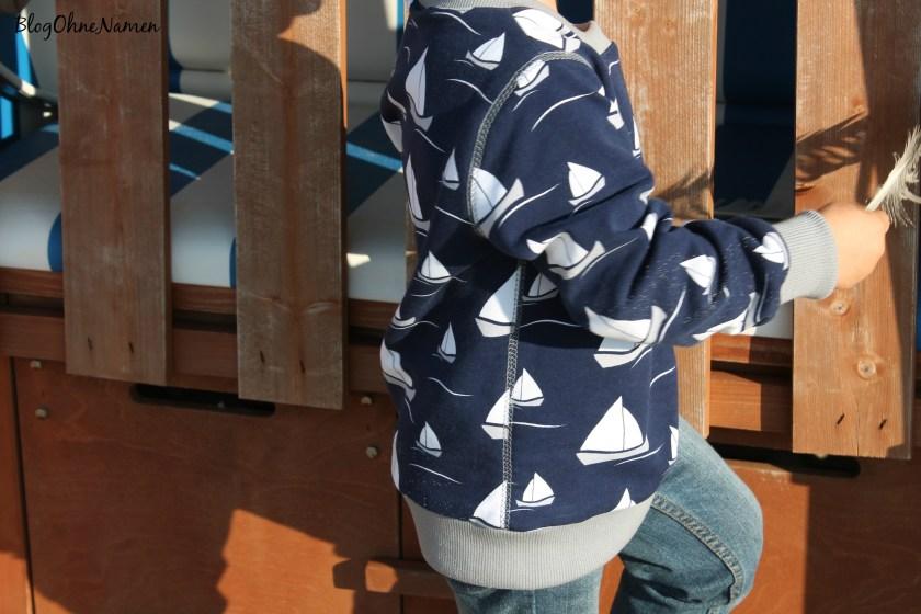 covernaht-an-der-seite-eines-pullovers