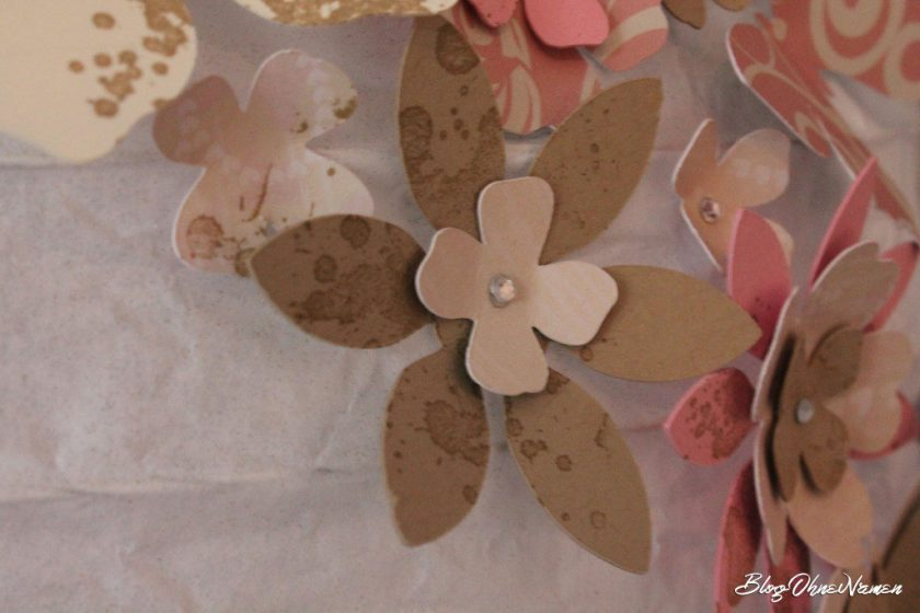 diy-papierlampe-mit-stempeln-und-stanzteilen-aus-papier-dekorieren-4