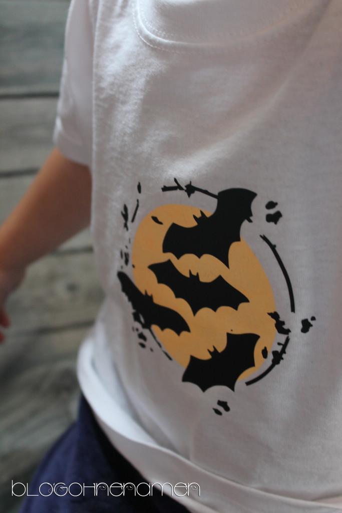t-shirt-mit-fluoreszierender-textilfarbe-und-flexfolie-gestalten-halloween-ideen-5