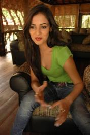 Sonal-Chauhan-Tight-Green-Top-Denim-Jeans (100)
