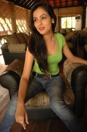 Sonal-Chauhan-Tight-Green-Top-Denim-Jeans (101)