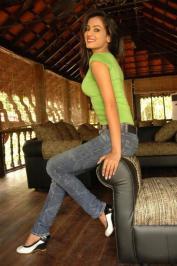 Sonal-Chauhan-Tight-Green-Top-Denim-Jeans (112)