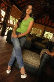 Sonal-Chauhan-Tight-Green-Top-Denim-Jeans (119)