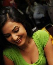Sonal-Chauhan-Tight-Green-Top-Denim-Jeans (49)