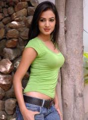 Sonal-Chauhan-Tight-Green-Top-Denim-Jeans (59)