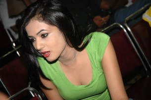 Sonal-Chauhan-Tight-Green-Top-Denim-Jeans (65)