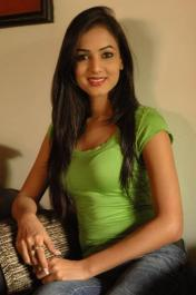 Sonal-Chauhan-Tight-Green-Top-Denim-Jeans (88)