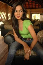 Sonal-Chauhan-Tight-Green-Top-Denim-Jeans (98)