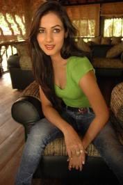 Sonal-Chauhan-Tight-Green-Top-Denim-Jeans (99)
