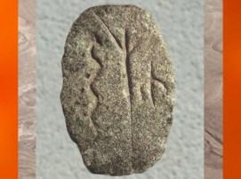 D'après le motif du serpent associé à un arbre, Gobleki Tepe, vers 9000 ans avjc, Néolithique, Turquie. (Marsailly/Blogostelle)