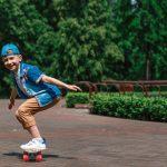 Kan een 5-jarige al vooruit op een skateboard?