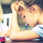 De kids aan hun huiswerk krijgen: hoe doe je dat?