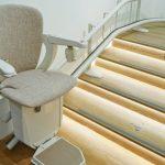 Een traplift in huis: kosten en keuzes