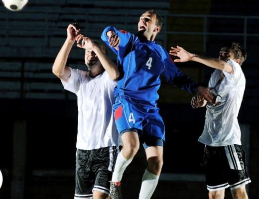 Voetbalsupporters vinden het vaak leuk om voetbalkleding van hun favoriete club te dragen. Zeker tijdens een voetbalwedstrijd.