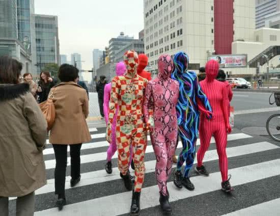 日本人瘋全身緊身衣