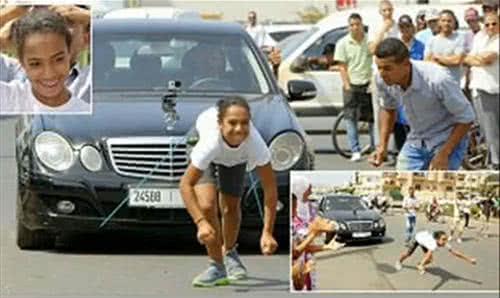 摩洛哥少女 Ikram Salhi 用頭髮拉動賓士車