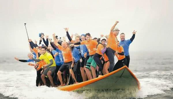 66人同板衝浪
