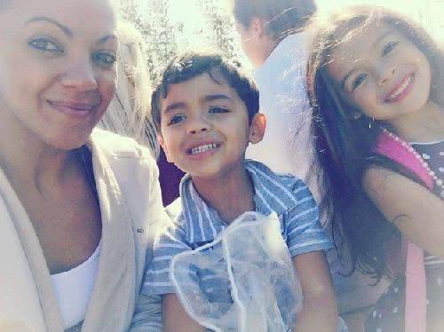 美國 28 歲女子莫妮卡•羅梅洛和她的一對子女