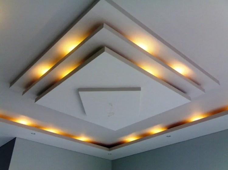 Inspirasi lampu hias ruang tamu di balik langit-langit