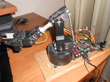 AL5A Robotic Arm with GRoboduino