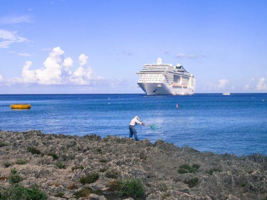 Carnival Cruise ship at Grand Cayman