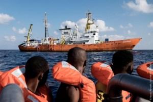 Aquarius vu par migrants SOS Méd CC Marco Panzetti