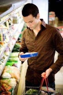 BM-uomo-solo-al-supermercato[1].jpg