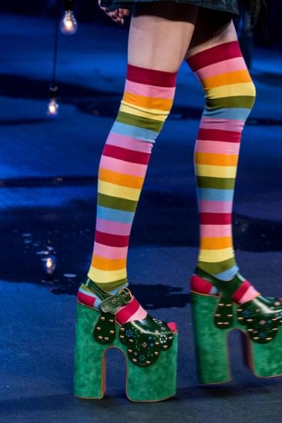 2229715_marc-jacobs-platform-all-over-con-collant-a-strisce-multicolor-anni-settanta